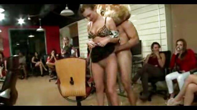 Xxx بدون ثبت نام  داغ کثیف, سکس کونxxx Kimber لی سواری dildo به او در یک لباس سکسی